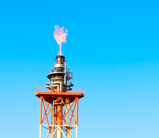 petroleo-chimenea-llama