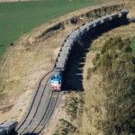 Rehabilitarán vías ferroviarias para unir Vaca Muerta con Bahía Blanca